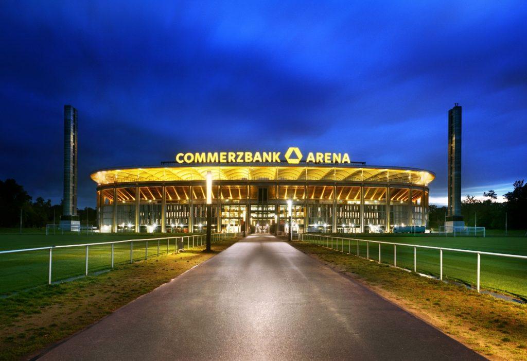 Commerzbank Arena bei Nacht